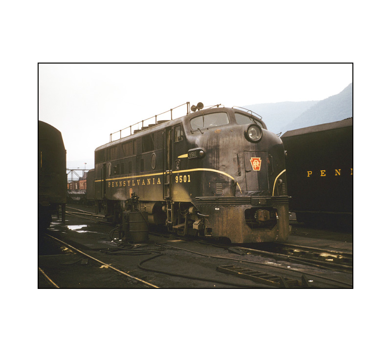 broadway-limited-f3a-phase2a-prr-dgle-single-stripe-9501